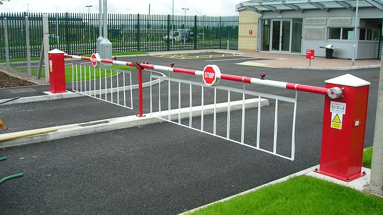automatic rising arm barrier for car parks