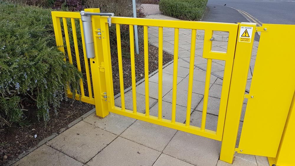 manual pedestrian gate